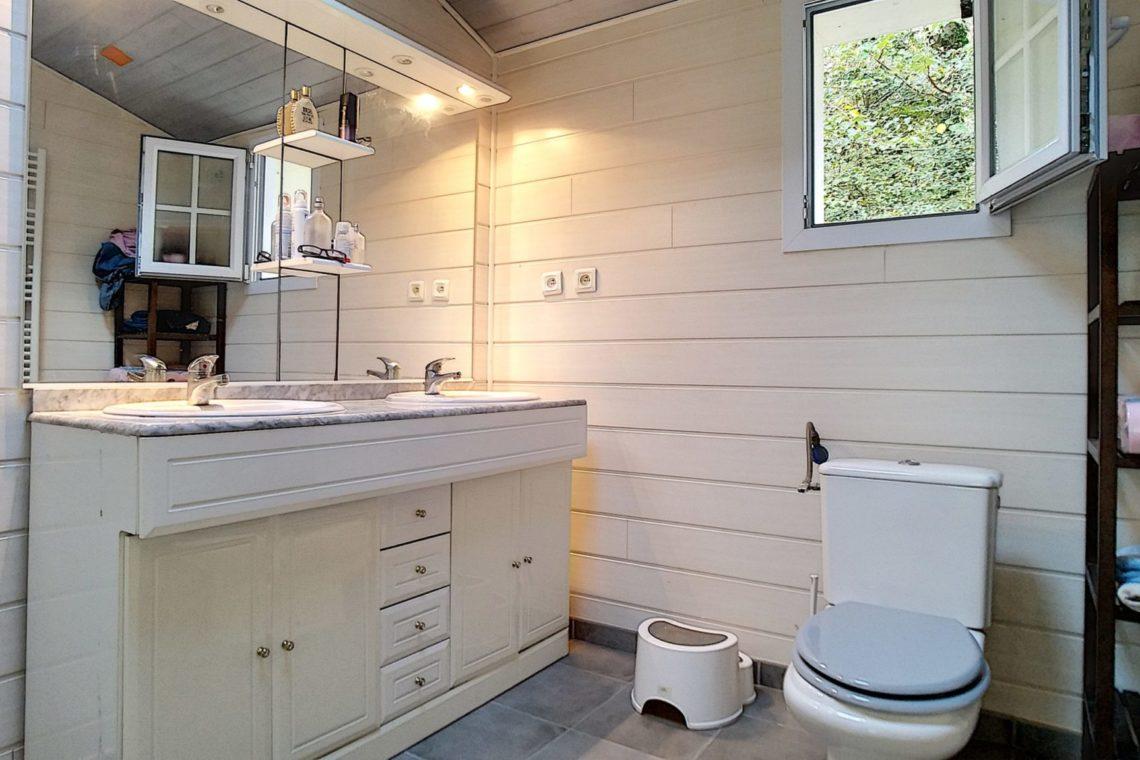 Belle ile en mer salle d'eau maison 0168
