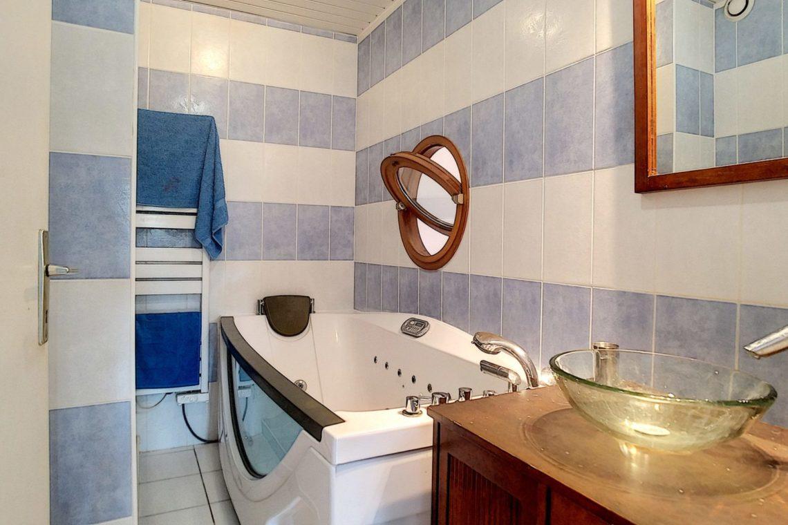 belle ile en mer duplex 0003 salle de bains